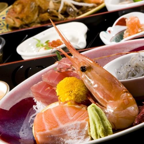 【創作料理一例】獲れたてをすぐそこで味わう、それがここでしか味わえない最高の贅沢です。