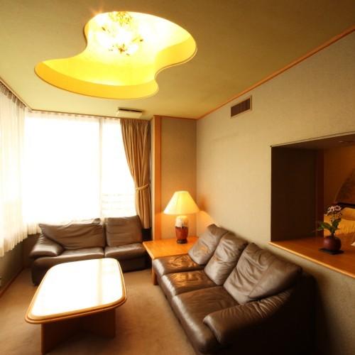 【風雅亭 貴賓室】専用リビング、茶室もご用意していますので仲の良い皆さんでお泊りいただけます。