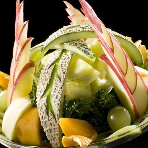 【フルーツ盛り合わせ】別注文のデザートになります。贅沢な気分を味わって下さい。