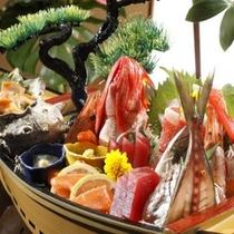 【舟盛一例】お造りは地元駿河湾で獲れた「旬」な魚を使用、地場産ならではの食材をご堪能下さい。