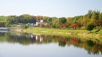 *【外観(秋)】湖面に映える紅葉は、まさに絶景です。