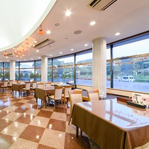 *レストラン/広々と開放的な空間で、お食事をお楽しみ下さい。