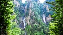 **流星の滝/当館から車で1時間。切り立った断崖から流れ落ちる景色は圧巻!!