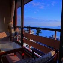 【海と夜景が見えるビュールーム(和室10畳)】お部屋から海と夜景が楽しめるロケーションの良いお部屋