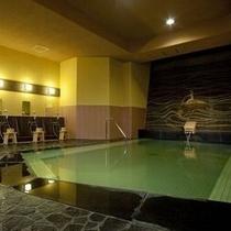 【大浴場 芭蕉の湯】モザイクタイルが印象的なレトロな大浴場