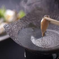 【アワビのしゃぶしゃぶ】 「伊豆の味覚満喫プラン」の献立一例