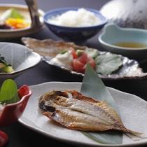 【朝食】3種類から選べる干物とたっぷりのお味噌汁で1日の元気をチャージ
