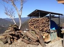 冬にフロントの暖炉で使っている木々です