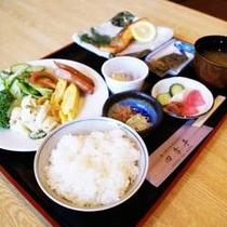 ♪四季亭(徒歩2分)でのボリョームたっぷりの朝食