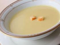 自家製のコーンクリームスープ。