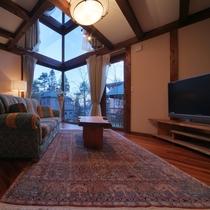 【客室/101】周囲から切り離された2階建て半吹き抜けのコテージタイプのお部屋