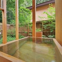 【客室/101】お風呂は庭園付きの総檜造り露天風呂とTOTO最新のシステムバスの2通り♪