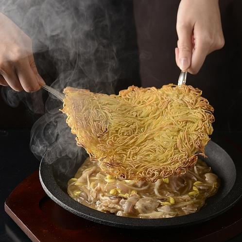 中国レストラン聖紫花 名物松本鉄板浮麺