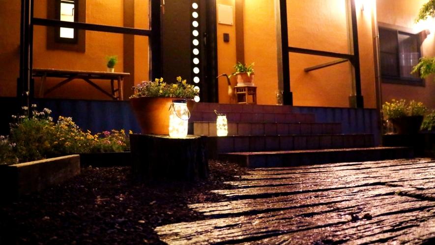 【入口】小さなアジアン宿rakuyado「はなはな」へようこそ!