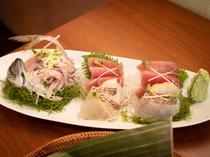 【ご夕食一例】伊豆だからこのその新鮮さ!絶品お刺身盛り。