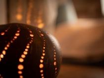 【館内イメージ】ところどころでほっこりとした灯がともる。