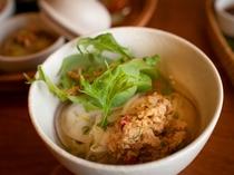 【ご夕食一例】ほっこり温まるフォーなどが楽しめる創作アジアン料理。