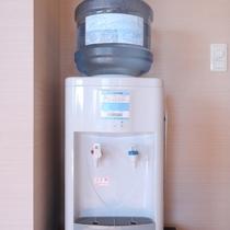 全室に富士の湧水バナジウムウォーターサーバーを完備しています。