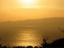 【客室からの風景】海から登る朝日は海面でキラキラと輝きます。