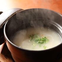 【ご朝食】朝はさっぱりとアワビのお粥で。