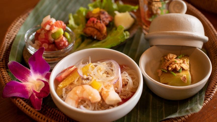 【創作アジアン料理/ご夕食】彩りも良く、ヘルシーな夕食。アジアン風です!