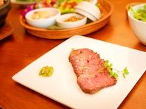 【ご夕食一例】豪華にローストビーフ!低温でじっくり焼きあげます