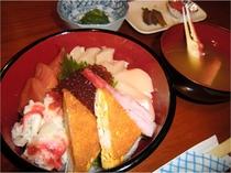 ある日の夕食(海鮮丼)