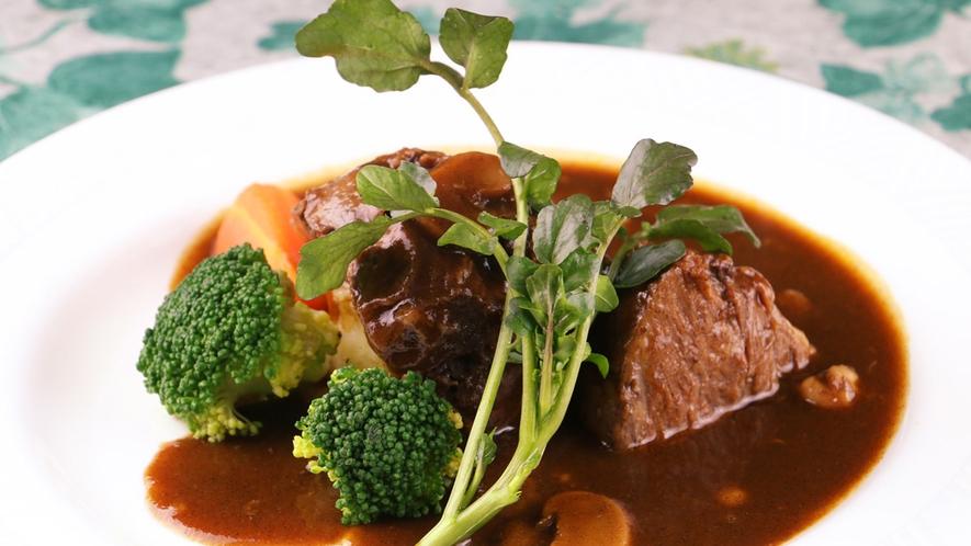 ■牛ホホ肉の赤ワイン煮は、おもわずニンマリしちゃうおいしさ