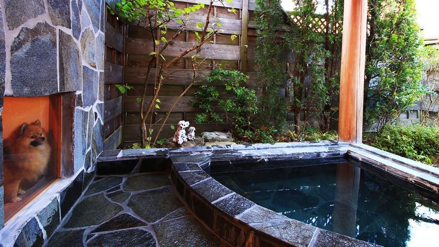 ■露天風呂の見守りサークルはガラス張り