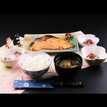 和朝食は、脂がのったキングサーモンは何度も食べたくなるお味
