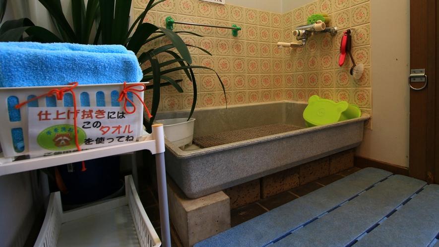 ■館内に入る前にキレイになろう!足洗い場あります
