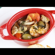 魚介のアクアパッツァは塩加減が絶妙!出来たてのアツアツで召し上がれ