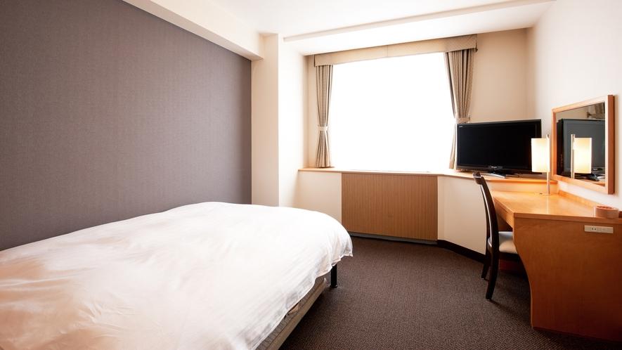 【シングル】ゆったりとした18㎡で、ベッドはセミダブルタイプ。快適にお過ごしいただけます。