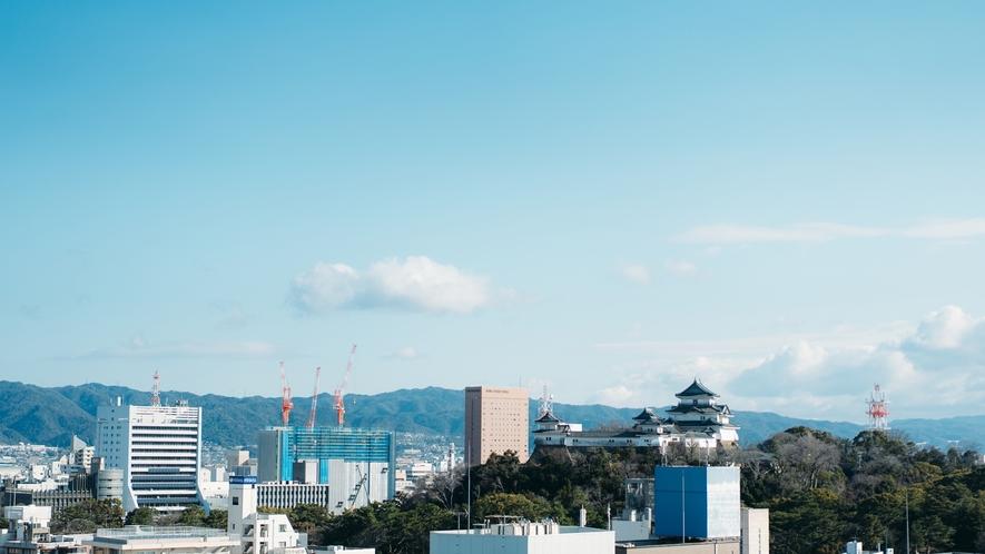 紀州徳川家の居城「和歌山城」。最上階のレストランから望める素敵な眺望。