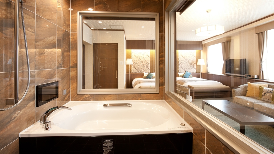 【灯スイートルーム】このお部屋だけの自慢のバスルーム♪ガラス張りのジャグジーバス