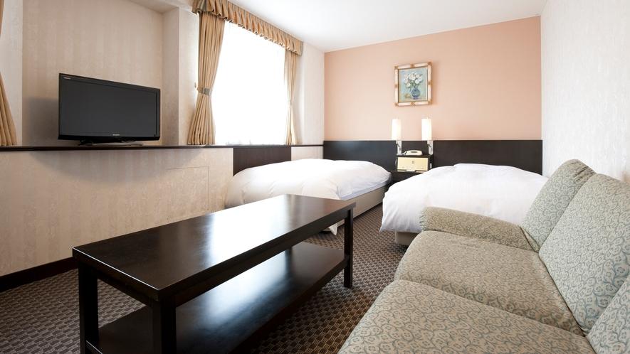 【デラックスツイン】37㎡の大きめのお部屋は、ご家族やカップルにも好評です。