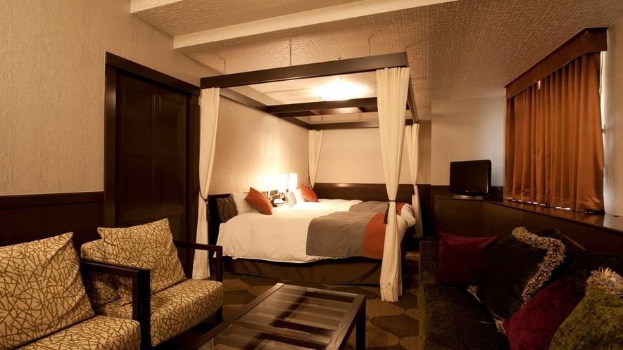 【クラッシーハイスイート】天蓋付のベッドで特別なご滞在をお愉しみくださいませ。