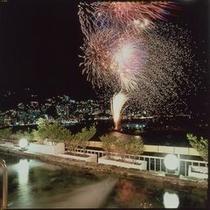 熱海の花火大会をこんな状況で見れる所は他にはありません!