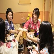 【グループ旅】高評価の夕食を前に乾杯♪