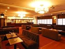 お食事の後は、クラブ「スターライト」で美味しいお酒を楽しんでください。