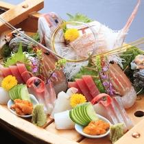 熱海へ温泉旅行なら、活きの良いお刺身を贅沢に楽しもう!舟盛りプラン(盛り付けイメージ)