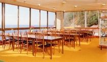 美しい日本海・三瓶山を望む食堂