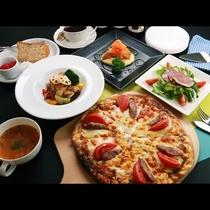 【スタンダード】夕食一例。自家製生地のピザはアツアツのうちに召し上がれ♪