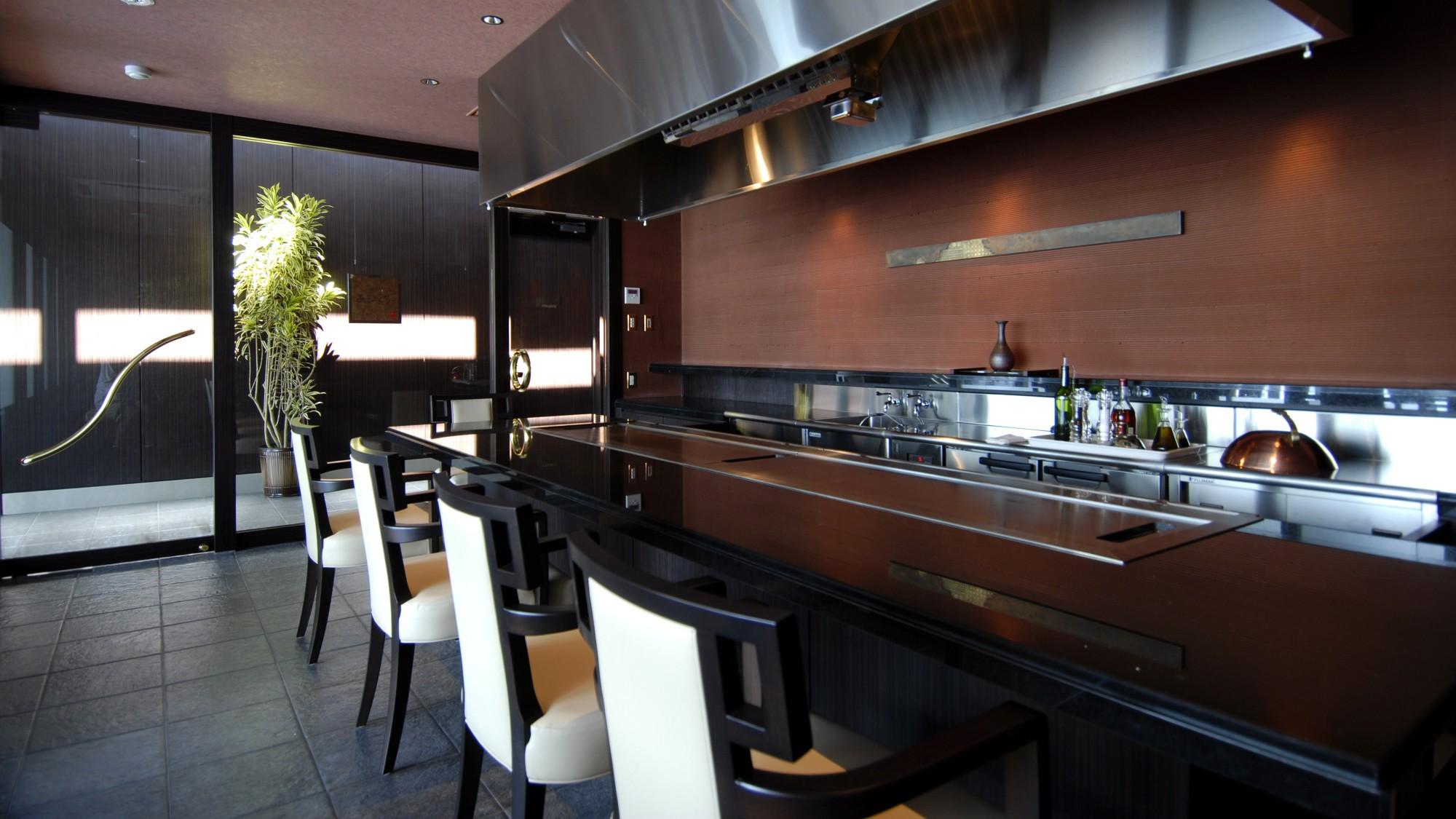 鮨・フレンチ・鉄板焼きの3ジャンルのお食事からお選び頂けます。