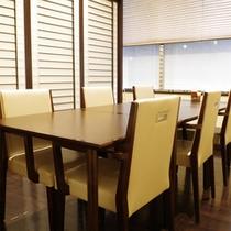 1F日本料理「織乃里」(17:30〜21:00最終)個室でゆっくりお召上がりください。