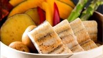 国産うなぎは野菜とあわせてセイロ蒸しで。
