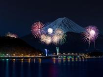 河口湖花火大会(湖上祭・8/5開催!河口湖最大のイベントです)