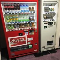 自動販売機(1F ソフトドリンク・お酒類がございます)