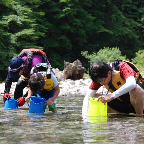 自然と遊ぶ 水遊び シャワーキッズ