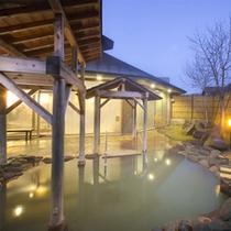 朝方の露天風呂で静かなひとときを。。。